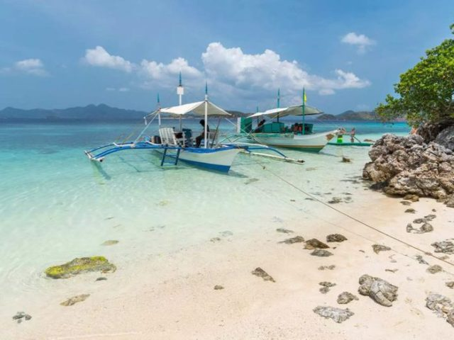 The Best Island-Hopping Excursions in Coron