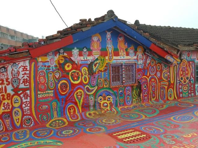 Exploring Taichung's Rainbow Village