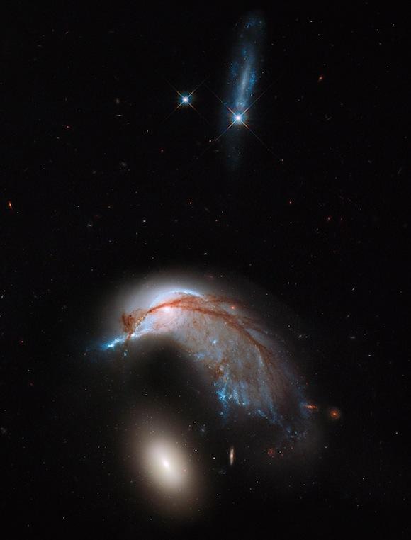 Hubble spots galaxies in close encounter on EarthSky