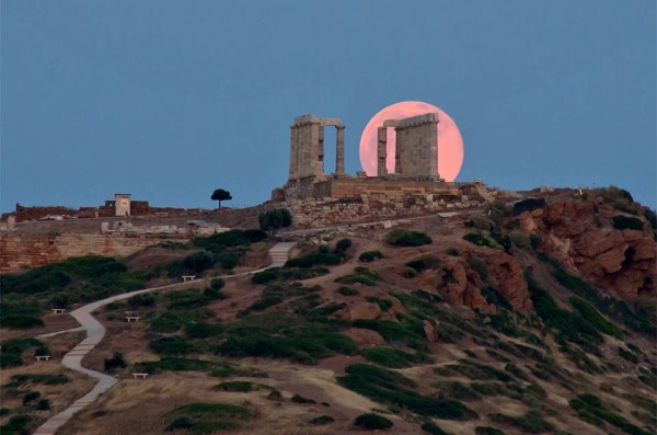 Beautiful image from our friend Nikolaos Pantazis of the rising moon on June 2, behind Poseidon's Temple in Cape Sounion, Greece.