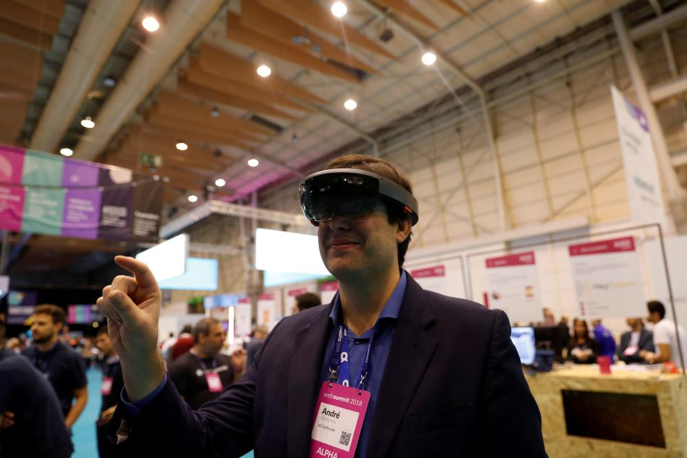 Traders and bankers enliven home working with VR