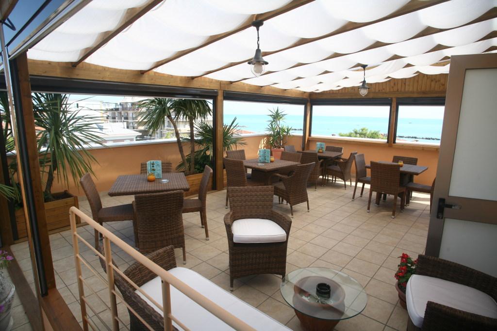 panoramic-balcony-hotel-victoria-meuble