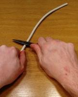 OneCup OneLife - Telin etrafındaki plastiği bıçakla kesmek 1.jpg