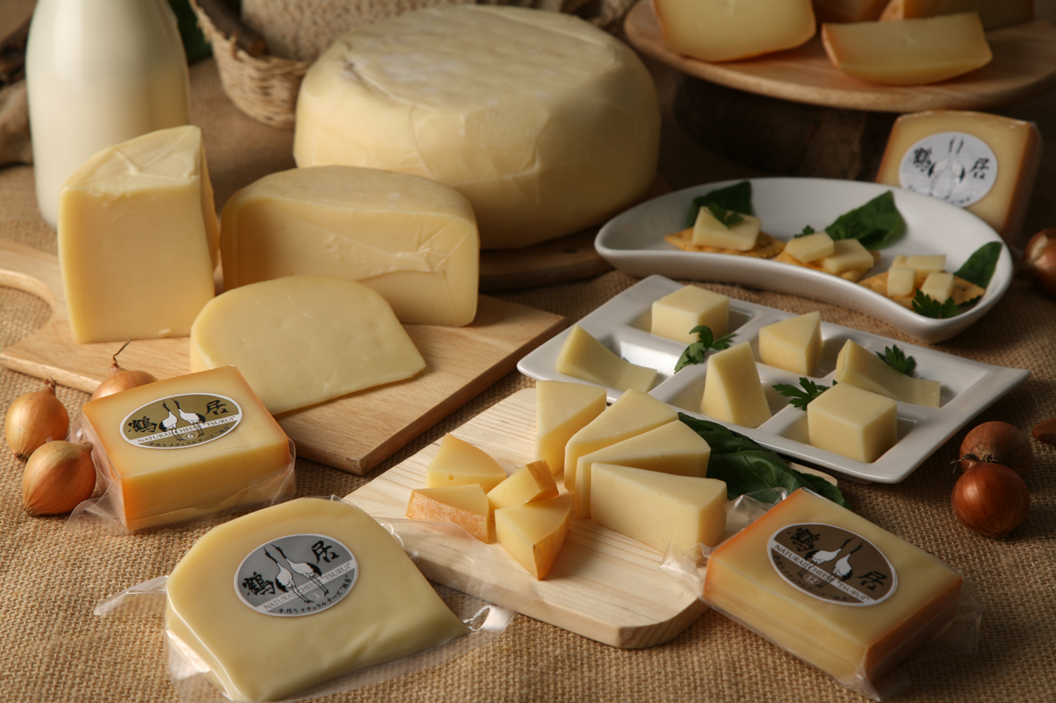 Aged different lengths. Eat and compare all 5 types of Tsurui Series cheeses