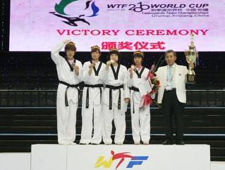 2010-07-20_(1589)x_masTaekwondo_WTFphoto_WTF2010_WorldCupTeam_13_Corea_FEM-1