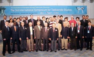2011-04-29_(2232)x_masTaekwondoPlus_Photo-WTF_International-Symposium_01