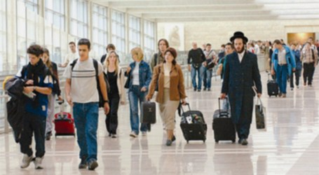 TOURISTS LEAVE ISRAEL BECAUSE OF WAR