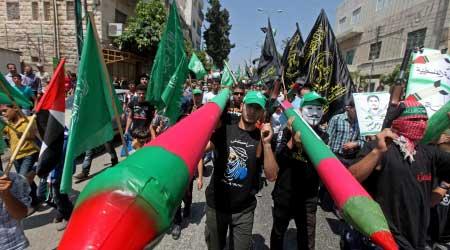 POLLS: HAMAS' POPULARITY INCREASED, FATAH'S DECREASED