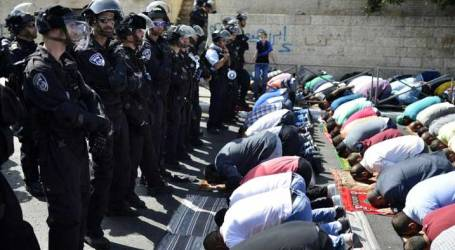 SETTLERS STORM AL-AQSA, BAN MUSLIMS UNDER 60 FROM ENTERING