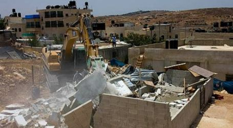ISRAEL GIVES DEMOLITION NOTICE TO PALESTINIAN FAMILIES