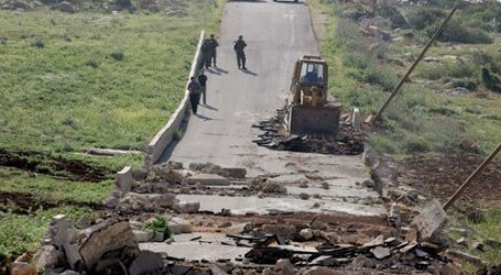 ZIONISTS BULLDOZERS DESTROY 1000M WATER PIPE UNDER CONSTRUCTION
