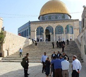 ISRAELI POLICEMEN ARREST FOUR WOMEN AT AQSA MOSQUE