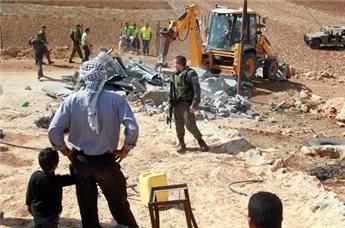 ISRAELI FORCES DELIVER STOP-WORK NOTICES IN HEBRON