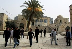 25 SETTLERS BREAK INTO AQSHA MOSQUE
