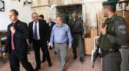 ISRAEL FM'S VISIT TO IBRAHIMI MOSQUE PROMPTS OUTRAGE