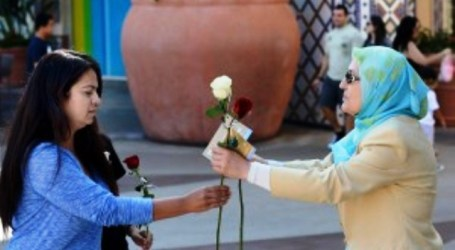 CALIFORNIAN MUSLIM WOMEN HAND OUT ROSES TO PROMOTE PEACE, UNITY
