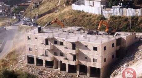 ISRAELI FORCES DEMOLISH THREE-STORY SILWAN BUILDING