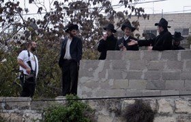 JEWISH SETTLERS BREAK INTO AL-KHALIL'S OLD CITY