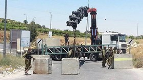 ISRAELI CHECKPOINTS ERECTED IN AL-KHALIL