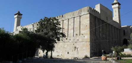 Israeli Military Prevents Maintenance Works at Hebron's Ibrahimi Mosque