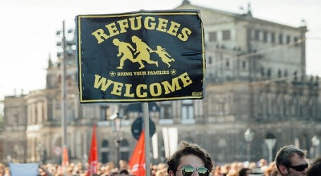 GERMANS WELCOME MIGRANTS, SLAM XENOPHOBIA