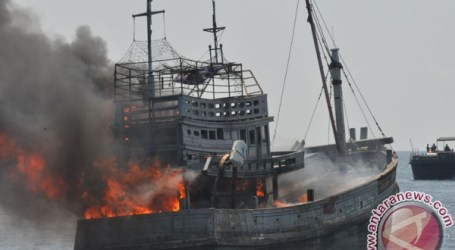 INDONESIA`S NAVY TO DESTROY 12 FOREIGN FISHING BOATS FOR POACHING
