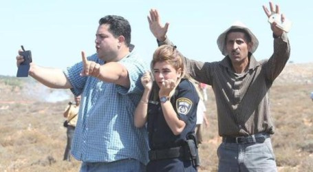 PHOTO OF PALESTINIAN MEN PROTECTING ISRAELI POLICEWOMAN GOES VIRAL