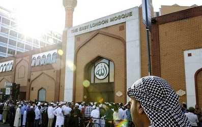 UK `EID: MUSLIMS SHOW SOCIAL RESPONSIBILITY