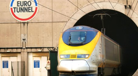 REFUGEE ELECTROCUTED IN CHANNEL TUNNEL EN ROUTE TO UK
