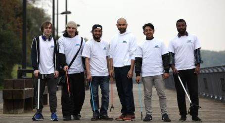 UK MUSLIMS CLEAN PARK, OFFER ROLE MODEL