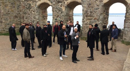 POLICE SWOOP ON BEARD MEETING AT SWEDISH CASTLE