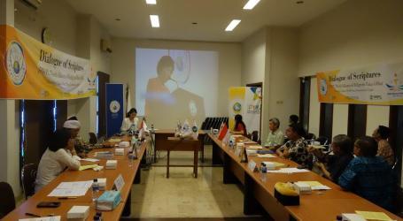 HWPL Surabaya : The Power of Prayer in Each Religion