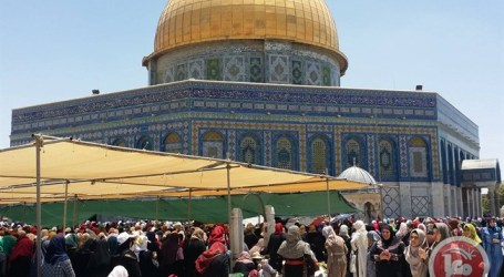 250 Palestinians Travel from Gaza to Al-Aqsa Mosque for Friday prayers
