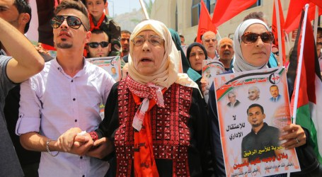 Palestinians Rally in Support of Hunger Striker