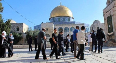 IOF Attacks Guard At Al-Aqsa Mosque