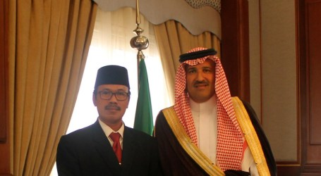 Saudi Minister of Hajj Receives Indonesian Ambassador