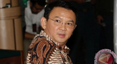 Ahok Cries at His First Trial