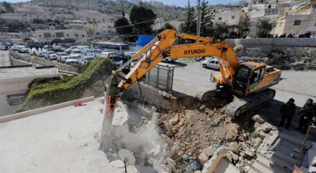 Israel Hand Over Demolition Orders for 30 Palestinians Houses