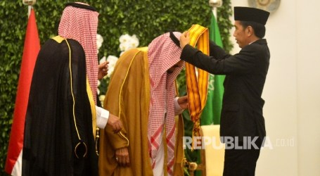 Indonesian President Confers First-Class Honors Star to Saudi King