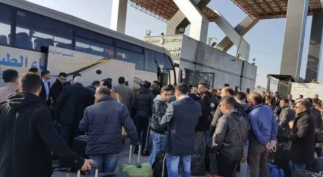 Palestinian Youth Delegation Leaves Blockaded Gaza on Way to Egypt