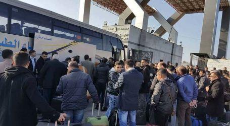 Palestinian Youth Delegation Leaves Blockaded Gaza on Way to Egypt