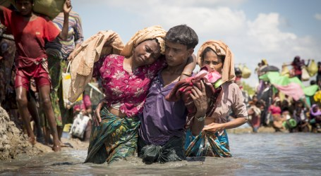 Thousands of Rohingya Refugees Stranded Near Bangladesh-Myanmar Border