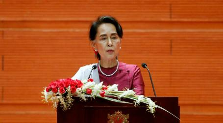 Myanmar's Suu Kyi Meets Persecuted Rohingya Muslims