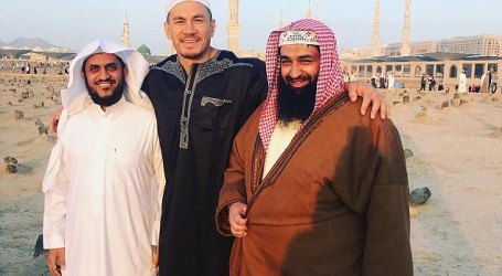 Muslim Rugby Star Leaves for Umrah and Visit Prophets Graves