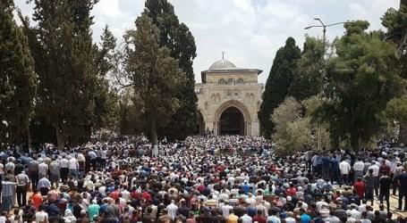Quarter of a Million Muslims Attend Third Friday of Ramadan Prayer in Jerusalem