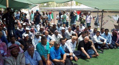 Palestinians Perform Friday Prayer at Khan al-Ahmar