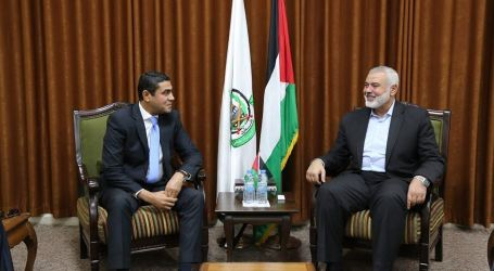 Haneyya Meets Egyptian Delegation in Gaza