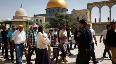 Dozens of Settlers Break into Al-Aqsa Mosque in Jerusalem
