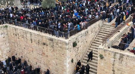 Aqsa Guards Warn of Israeli Attempts to Reclose Bab Al-Rahma