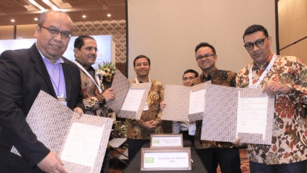 Indonesian-Saudi Businessmen Sign Two Trade Contracts